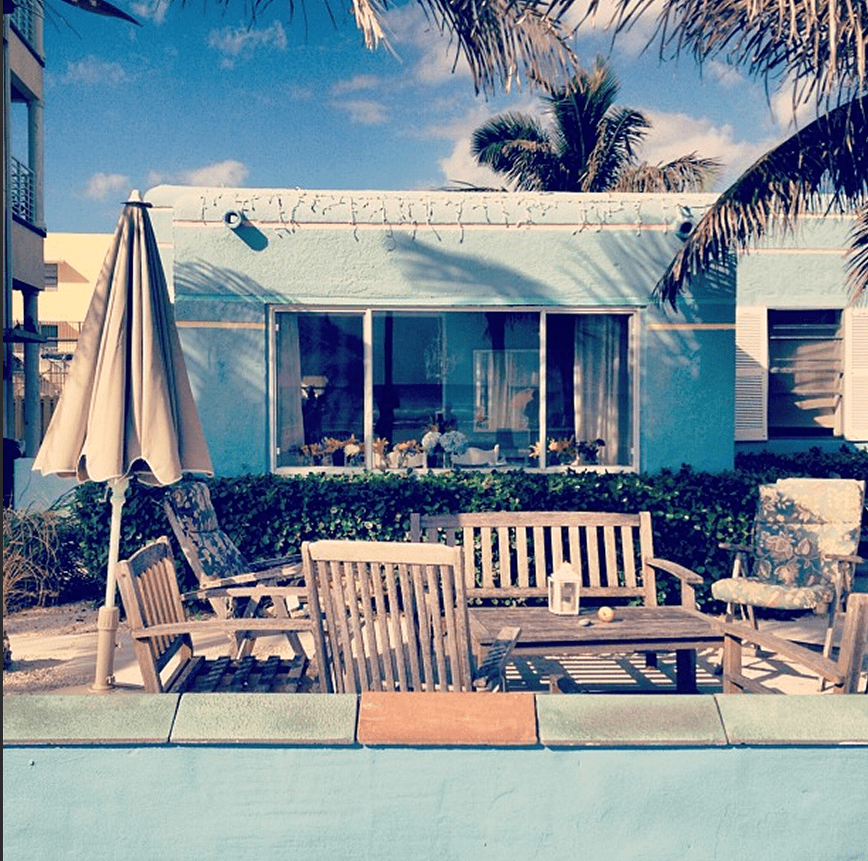 a light blue house in florida