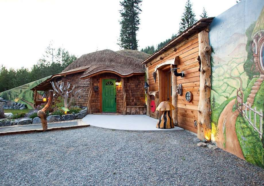 Hobbit House in Montana, U.S.A., courtesy of HomeAway.com