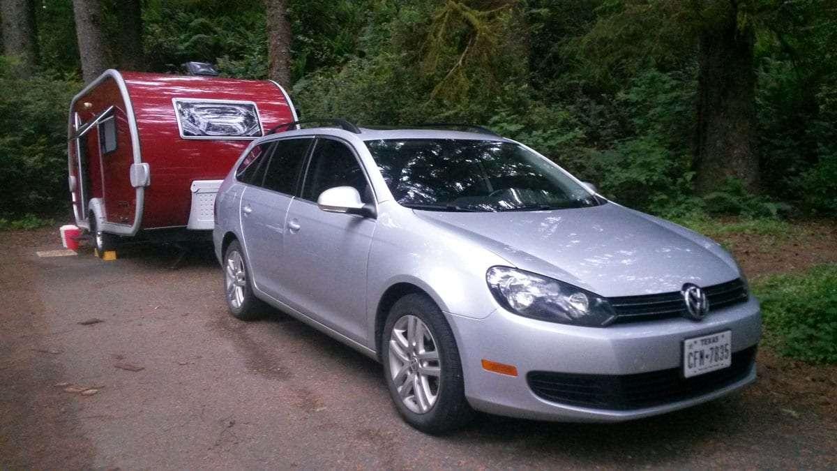 a Volkswagen car pulling a T@DA trailer