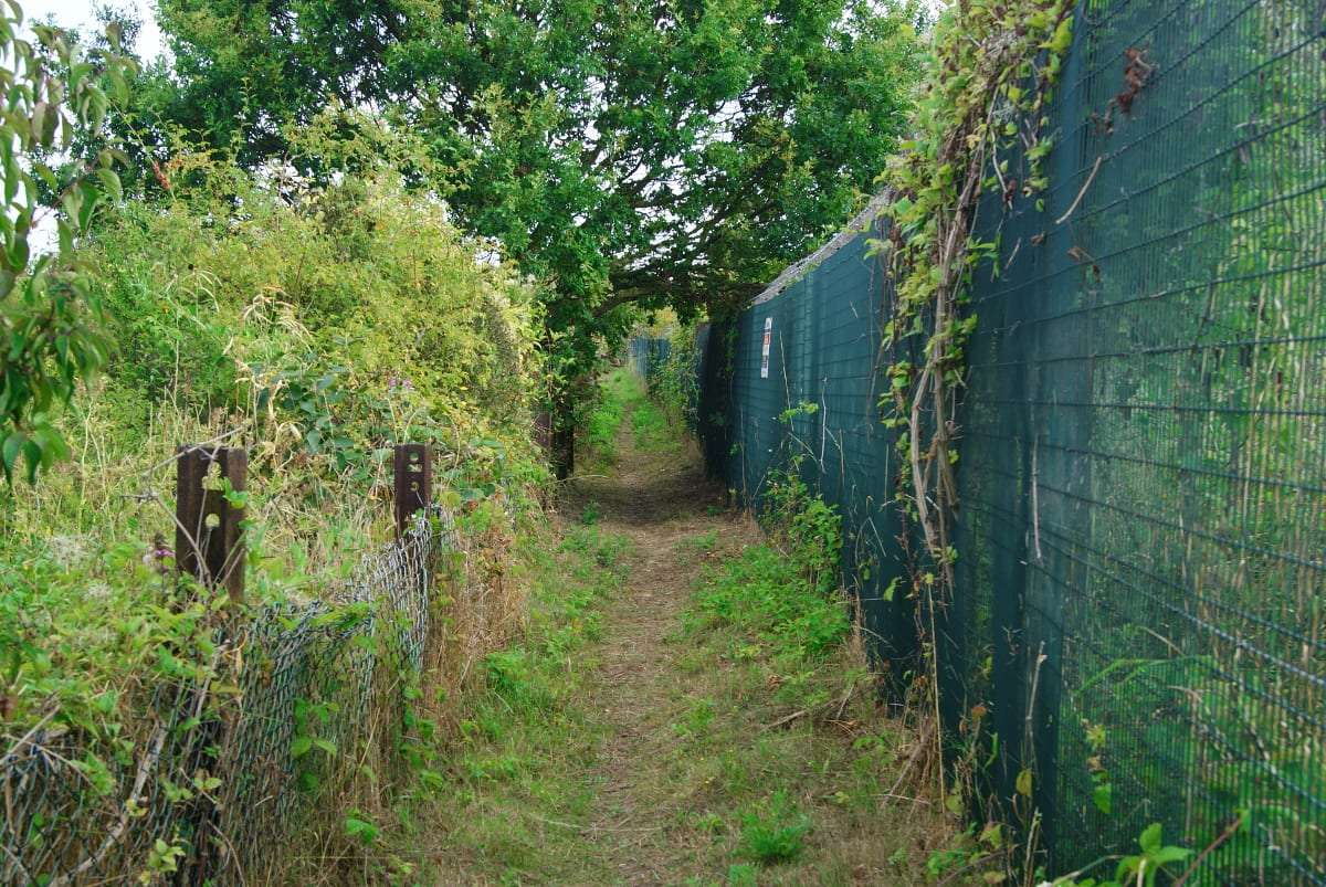 Essex, Lonon, UK, Thurrock, footpath, nowhere, security fence