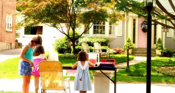young girls working a lemonade stand